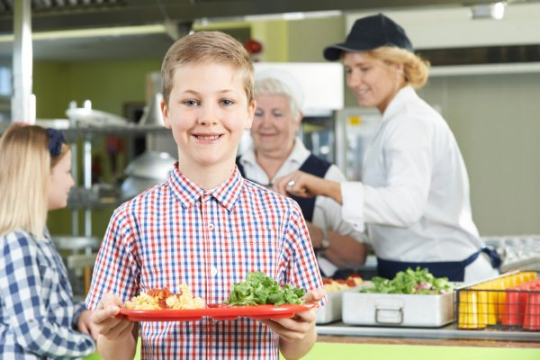 depositphotos_88323724-stock-photo-male-pupil-with-healthy-lunch.jpg
